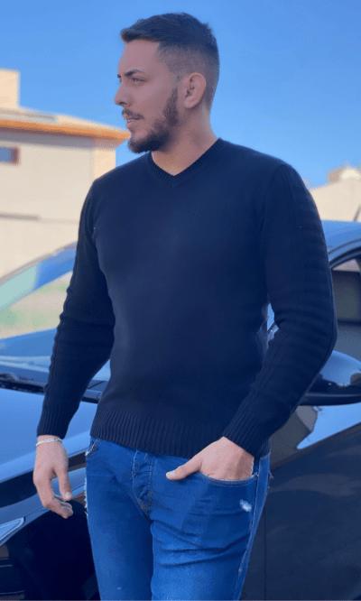 Blusa masculina gola V Lucas